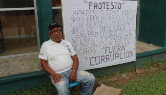 Viejito protesta afuera del IMSS, exige 22 años de pensión