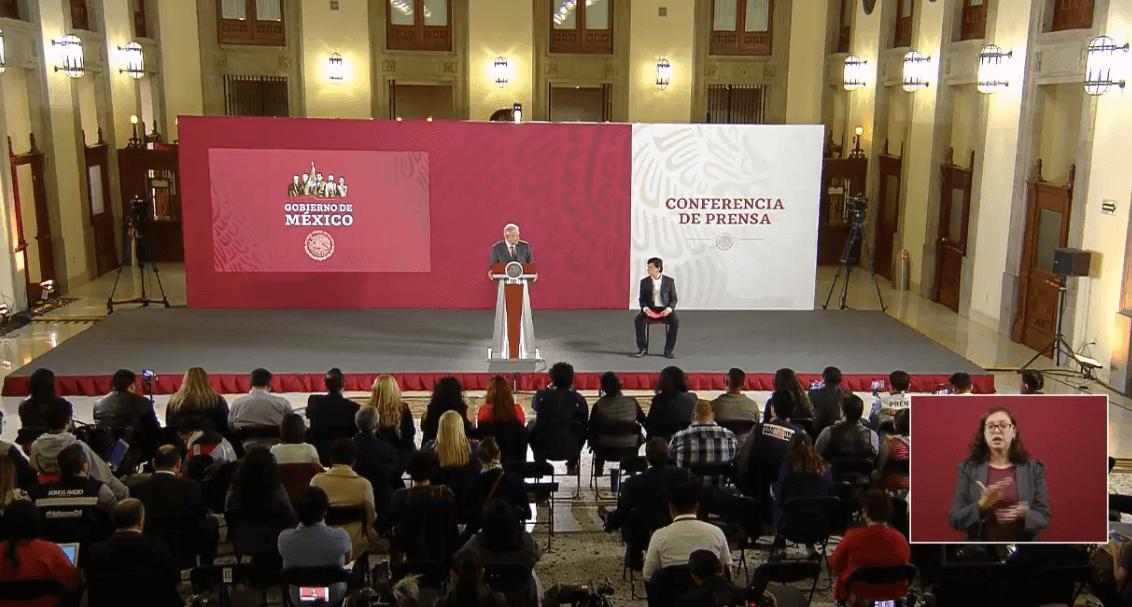 Foto: El presidente López Obrador en conferencia de prensa, junto con Jesús Ramírez, 17 de abril de 2019, México