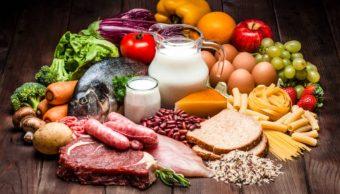 ¿Qué pasa si tomas o comes un alimento caducado?