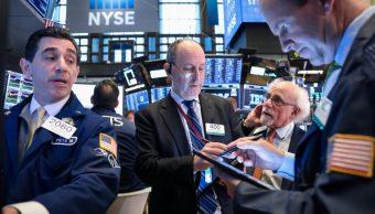 Foto: Los comerciantes trabajan en el piso de la Bolsa de Nueva York (NYSE) en Nueva York, Estados Unidos, abril 17 de 2019 (Reuters)