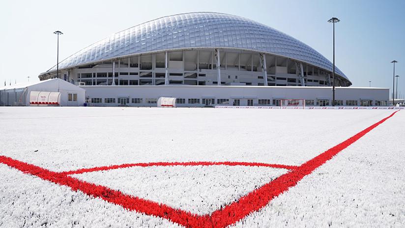 foto Construyen cancha de futbol con desechos plásticos del Mundial de Rusia 5 abril 2019