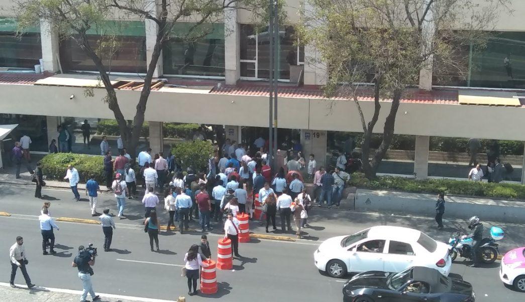 Foto: Desalojan edificios en la alcaldía Cuauhtémoc por sismo percibido en la capital del país, abril 22 2019 (Foto: Noticieros Televisa)