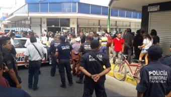 Foto: enfrentamiento entre recolectores de basura y policías en Tapachula, 30 de abril 2019. Twitter @CuartoPoderMX