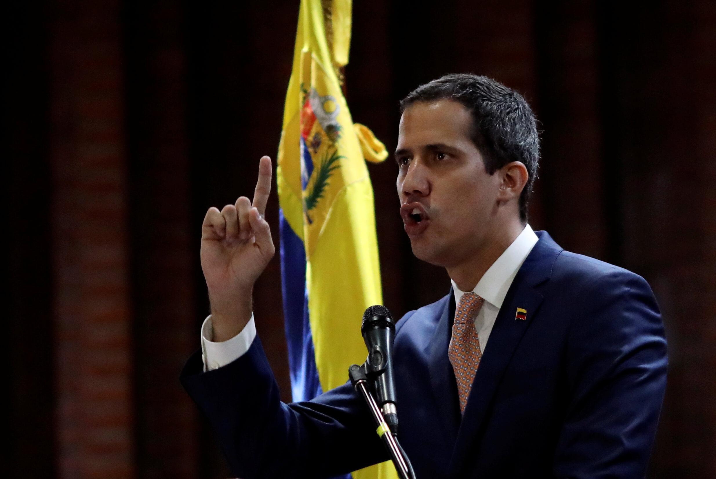Foto: El líder opositor Juan Guaidó asiste a una reunión con políticos en Caracas, Venezuela. El 1 de abril de 2019
