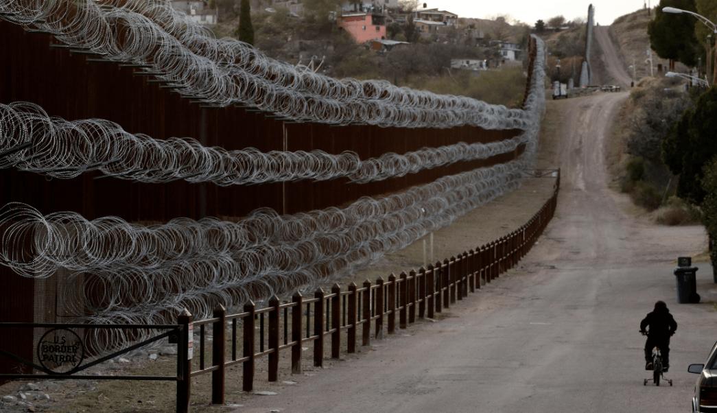 Foto: Alambre de púas en la frontera entre Arizona y Sonora, 28 de marzo de 2019, Estados Unidod