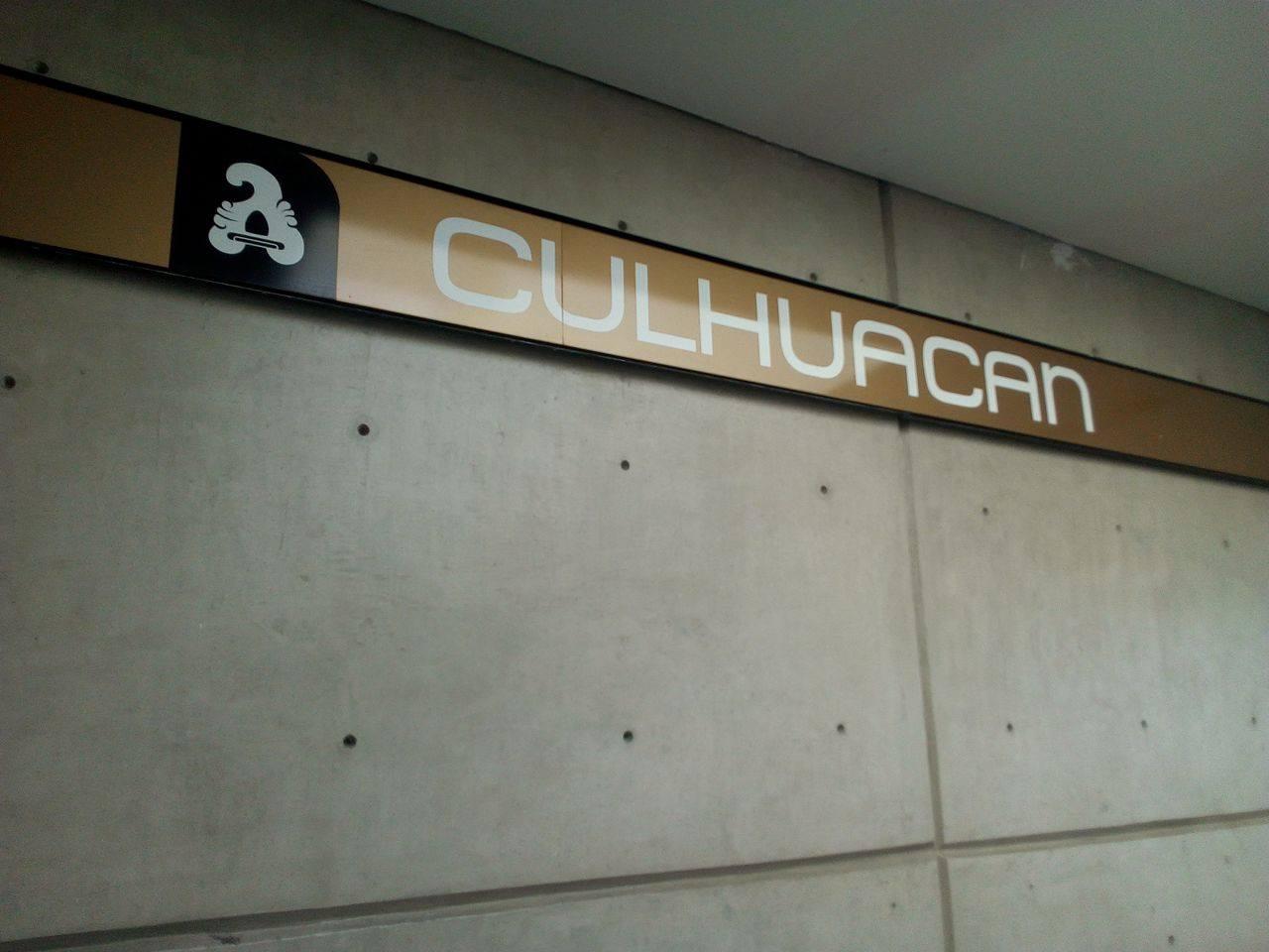 Hombre eyacula en pantalón de joven en metro Culhuacán