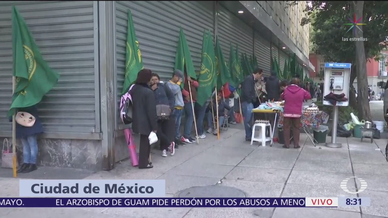 Manifestantes instalan campamento frente a la Secretaría del Bienestar