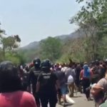 Autoridades detienen a más de 300 migrantes que caminaban a Pijijiapan