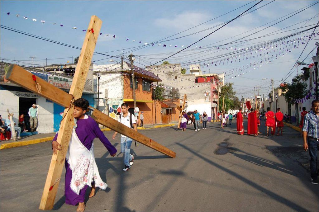 Foto Nazarenos y vírgenes recorren calles de Iztapalapa 19 abril 2019