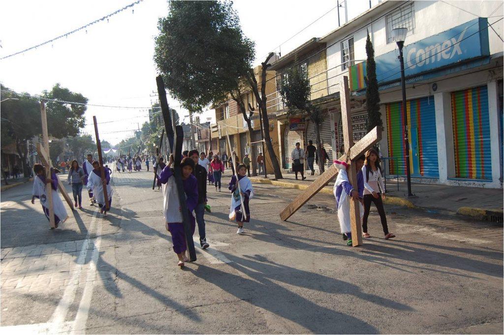 Foto Nazarenos recorren calles de Iztapalapa este Viernes Santo 19 abril 2019
