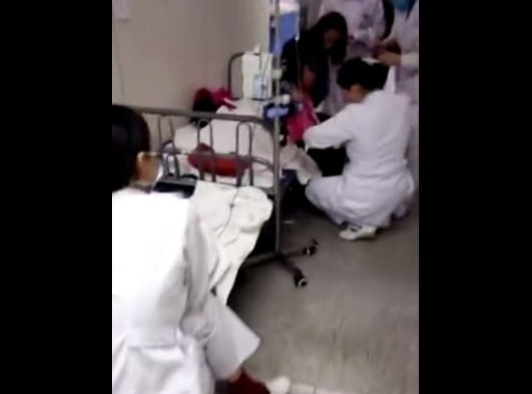 China: Detienen a maestra por posible envenenamiento de 23 niños
