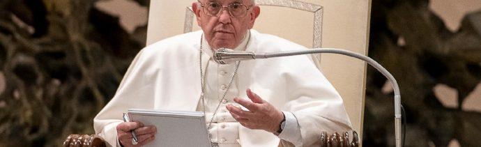 Papa Francisco expresa su cercanía a Francia tras el incendio de Notre Dame