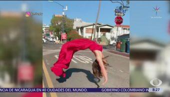 Peculiar manera de cruzar la calle en San Diego