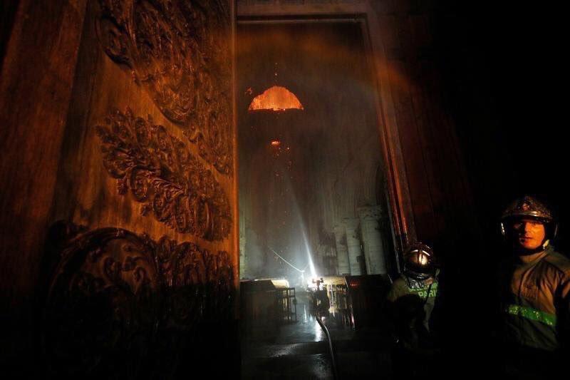 Foto: Robot bombero 'Colossus', el héroe de Notre Dame. 16 abril 2019
