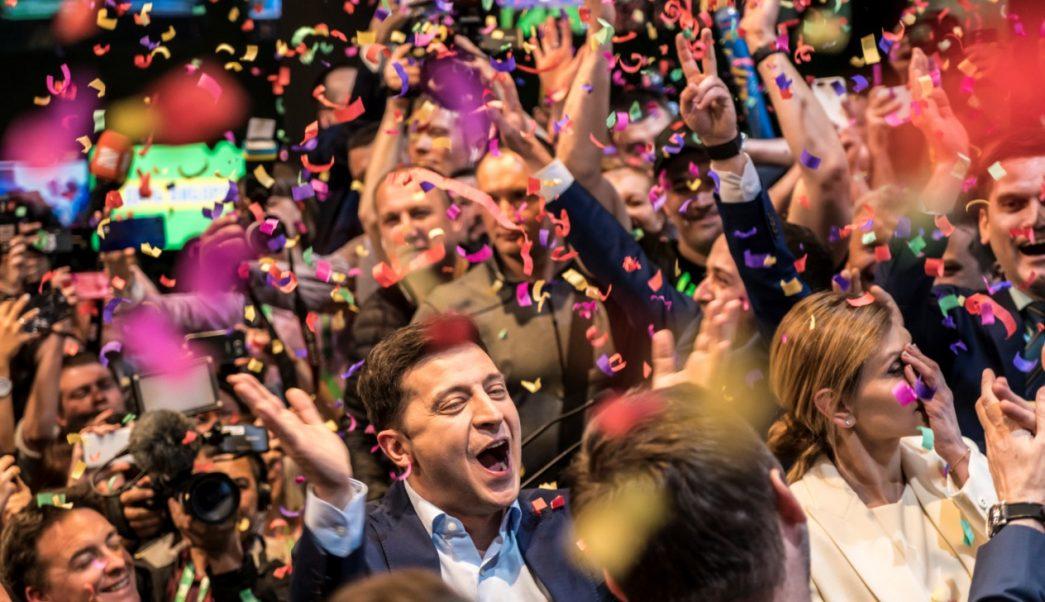 Foto: Volodymyr Zelenskiy celebra su victoria en la carrera presidencial de Ucrania, abril 21 de 2019 (Getty Images)