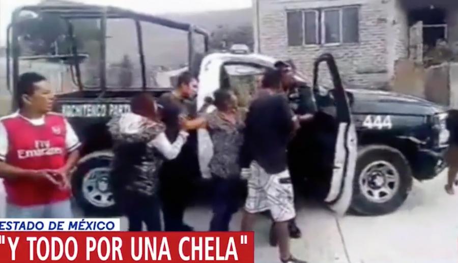 Foto Vecinos en Chimalhuacán golpean a policías por no dejarlos tomar cerveza 4 abril 2019