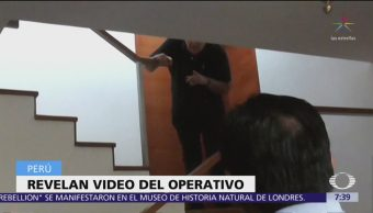 Video muestra que Alan García llevaba pistola cuando llegaron policías