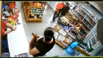 Video: Mujer mata a ladrón que entró a robar a su negocio