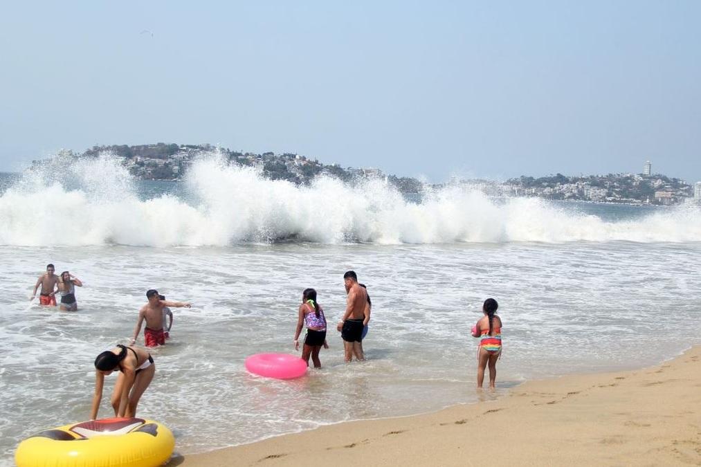 Foto: alto oleaje en Acapulco, 14 de mayo 2019. Twitter @AcapulcoGob