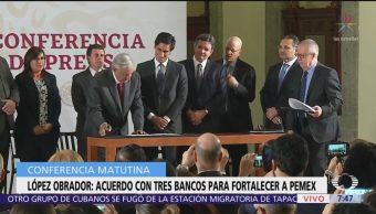 AMLO firma acuerdos con instituciones bancarias para apoyar a Pemex