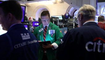 Foto: Los comerciantes trabajan en el piso de la NYSE en Nueva York, Estados Unidos, mayo 15 de 2019 (Reuters)