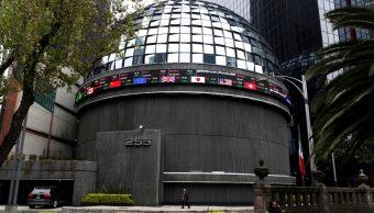 Foto: Una pantalla muestra los tipos de cambio en la BMV en la Ciudad de México, México, mayo 8 de 2019 (Reuters)