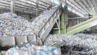 Científicos crean plástico cien por ciento reciclable