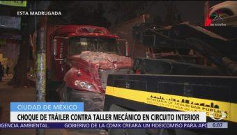 Despojan a conductor de tráiler en Circuito Interior, en la Ciudad de México