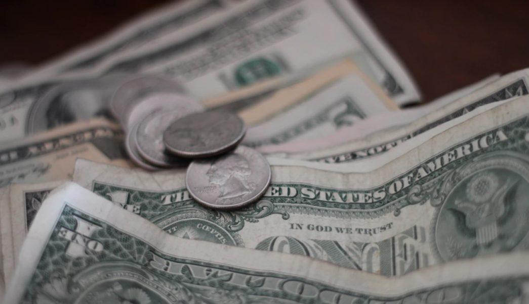 Foto: Imagen de monedas y billetes estadounidenses durante una sesión fotográfica, mayo 29 de 2019 (unsplash: @nbmat)