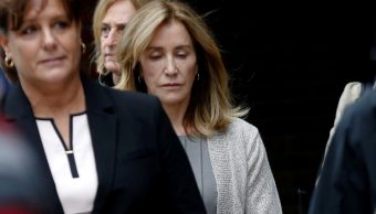 Foto: La actriz Felicity Huffman abandona el juzgado federal en Boston, Massachusetts, EEUU. El 13 de mayo de 2019