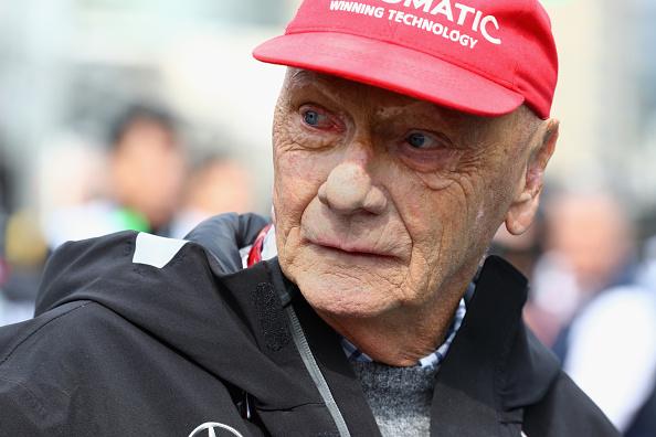 Foto: El expiloto Niki Lauda observa en la parrilla el Gran Premio de Fórmula 1 de Azerbaiyán en el circuito de Bakú. El 29 de abril de 2018