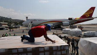 Foto: Trabajadores descargan donaciones de China en el aeropuerto Simón Bolívar en Caracas, Venezuela. El 16 de mayo de 2019