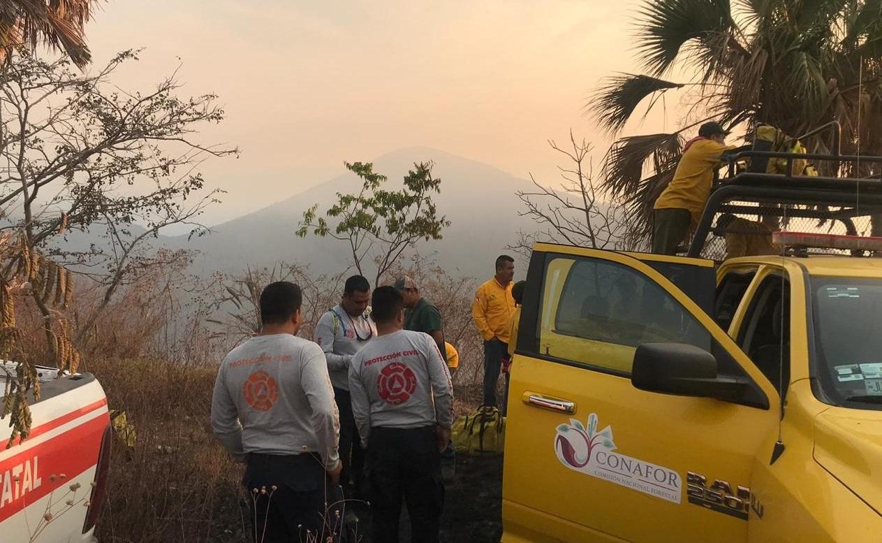 Foto: incendio forestal en Colima, 15 de mayo 2019. Twitter @PC_Colima