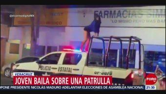 Foto: Joven Baila Sobre Patrulla Veracruz 20 Mayo 2019
