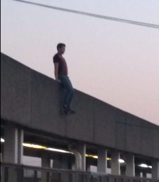 Foto Joven se arroja de puente en Metro Pantitlán y sobrevive 22 mayo 2019