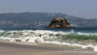 Mar de fondo afecta costas de Guerrero