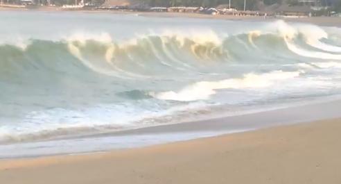 FOTO Mar de fondo desata olas de 4 metros en Acapulco (Noticieros Televisa 24 mayo 2019 acapulco)