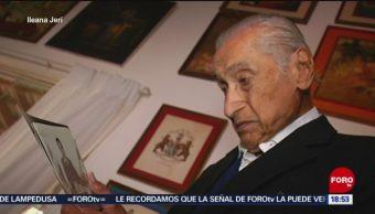 FOTO: Médico de 100 años sigue trabajando