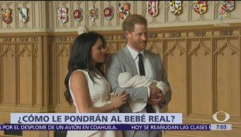 Meghan Markle y príncipe Harry presentan a su bebé