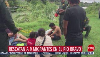 Migrantes son rescatados con cuerdas en corriente del río Bravo