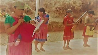 Video de la CRAC-PF muestra a mujeres armadas y con bebés exigiendo ayuda
