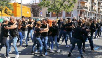 Foto: Mil personas bailan bachata en localidad española y rompen récord Guinness, 19 mayo 2019