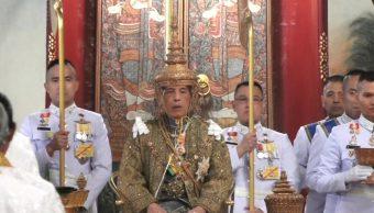 El rey Vajiralongkorn de Tailandia es coronado en una suntuosa ceremonia
