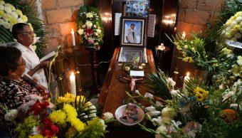FOTO Suman 147 periodistas asesinados en México desde el año 2000; en la imagen, el velorio de Gumaro Pérez, en 2017 (AP veracruz)