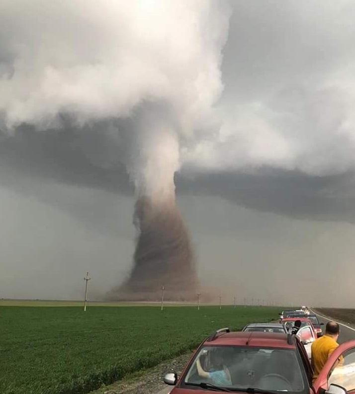 foto tornado rumania 30 abril 2019