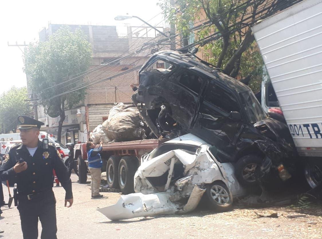 fOTO: Tráiler se queda sin frenos e impacta varios vehículos en la avenida Vasco de Quiroga, CDMX, 26 mayo 2019