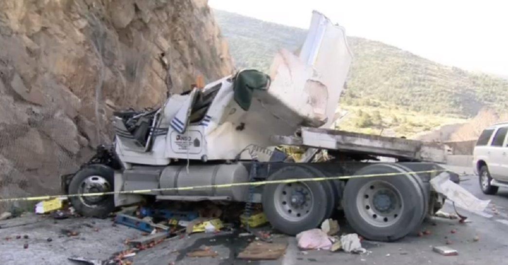 Foto: tráiler se impacta contra cerro, 14 de junio 2019. Noticieros Televisa