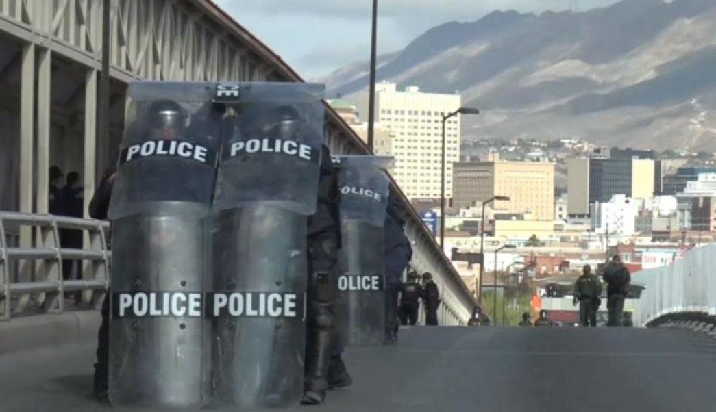 Foto: Estos ejercicios se realizan como parte de los entrenamientos del personal asignado a los cruces internacionales de toda la frontera con México, el 15 de junio de 2019 (Noticieros Televisa)
