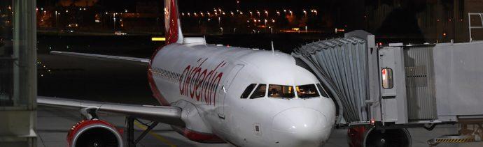 Foto Pasajero abre puerta de emergencia en un avión; pensó que era el baño 10 junio 2019