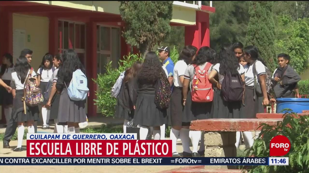 Bachilleres de Cuilapam de Guerrero, escuela libre de plástico en Oaxaca